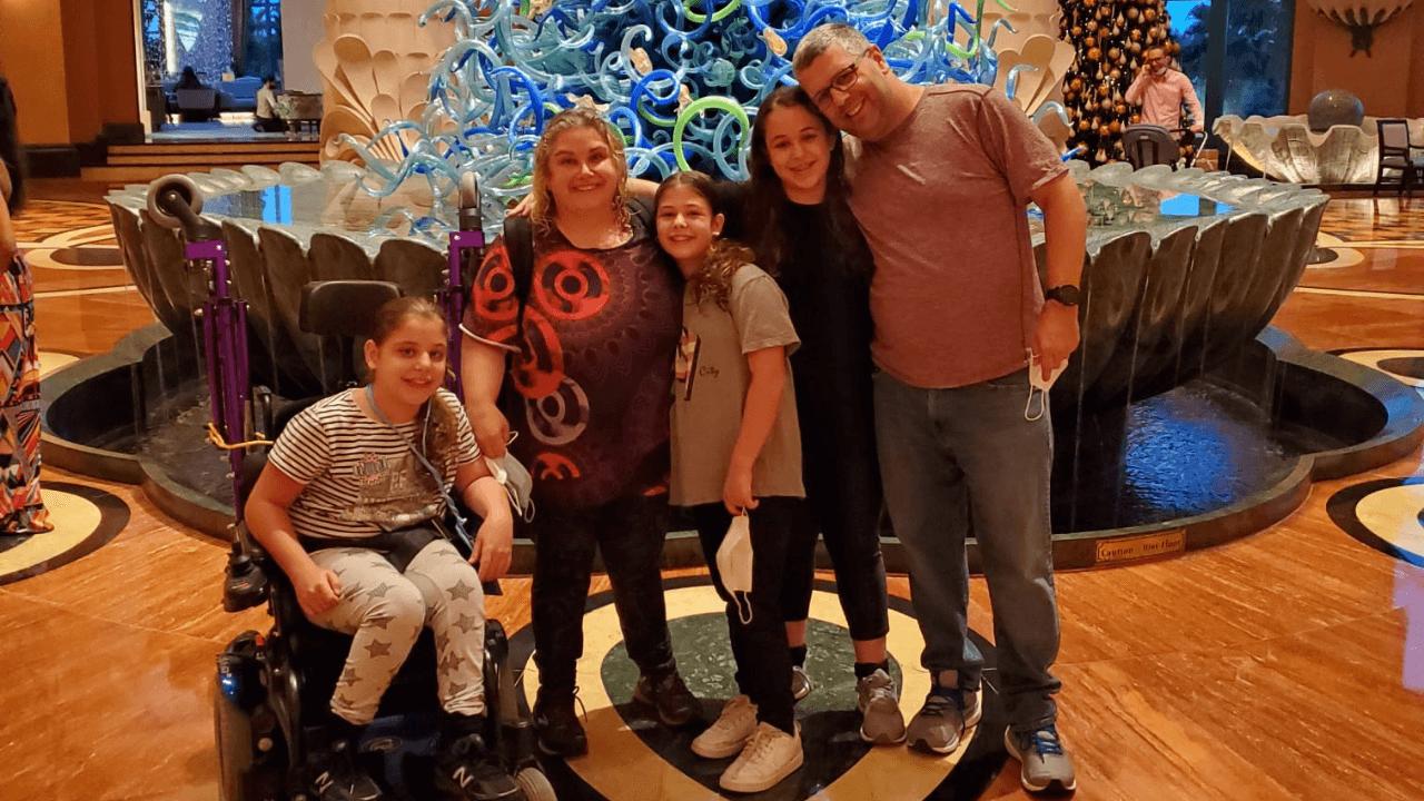 משפחה בתוך לובי