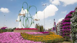 פרחייה עם פסלים
