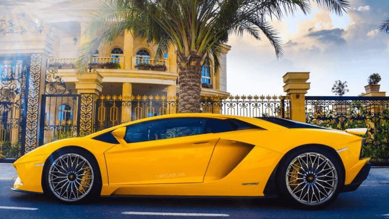 רכב יוקרה צהוב