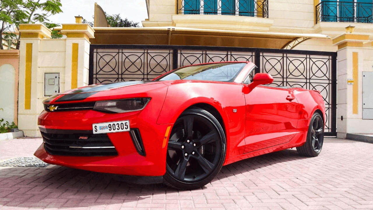 מכונית יוקרה שברולט אדומה